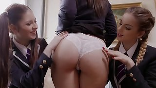 Threesome romance with young lesbian babes